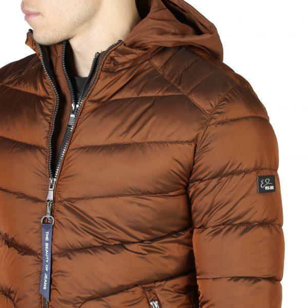 Aki nálunk vásárol, az a hidegben sem fog fázni – férfi dzseki és kabát kínálat